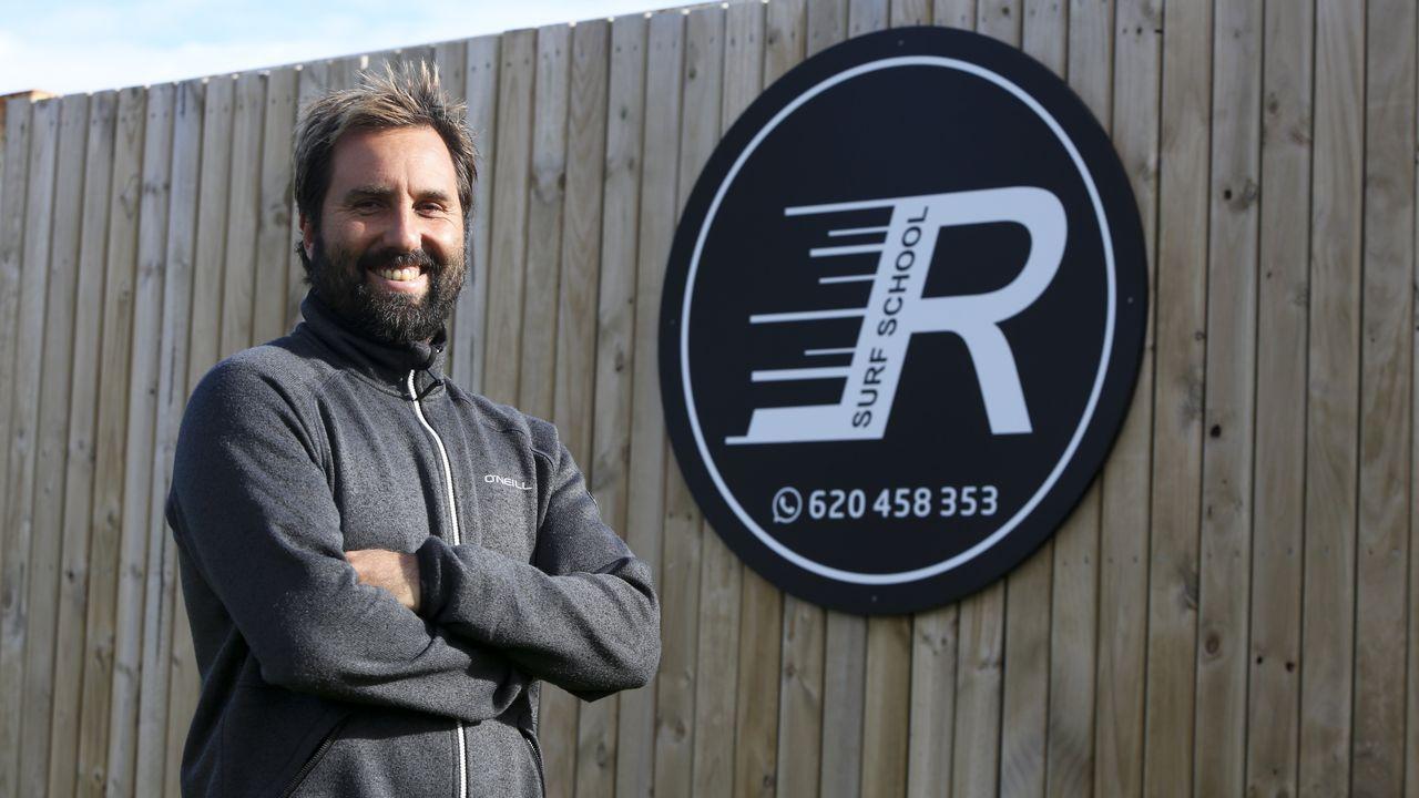 La trayectoria del portero lemista Domínguez en imágenes.Luis Rodríguez, «Monín», retratado este sábado en la escuela de surf que comanda en Doniños