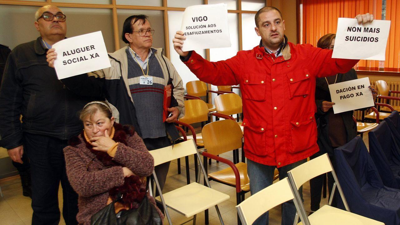 Así está la senda verde de Vigo.Imagen de archivo de una protesta por los desahucios en el pleno de Vigo