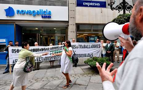 Los afectados (en la foto, varios de ellos concentrados ayer en Ferrol) rechazan cualquier pérdida.