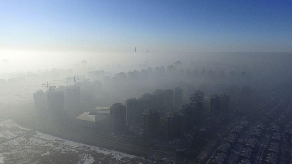 El humo cubre por completo la ciudad de Tianjin, en China, donde la contaminación vuelve a ser un gran problema