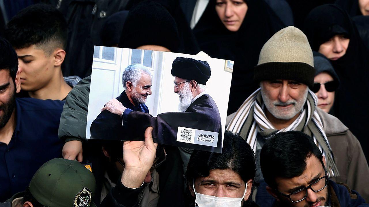 Cientos de miles de iraníes abarrotaron las calles del centro de Teherán en el funeral del poderoso comandante Qasem Soleimani