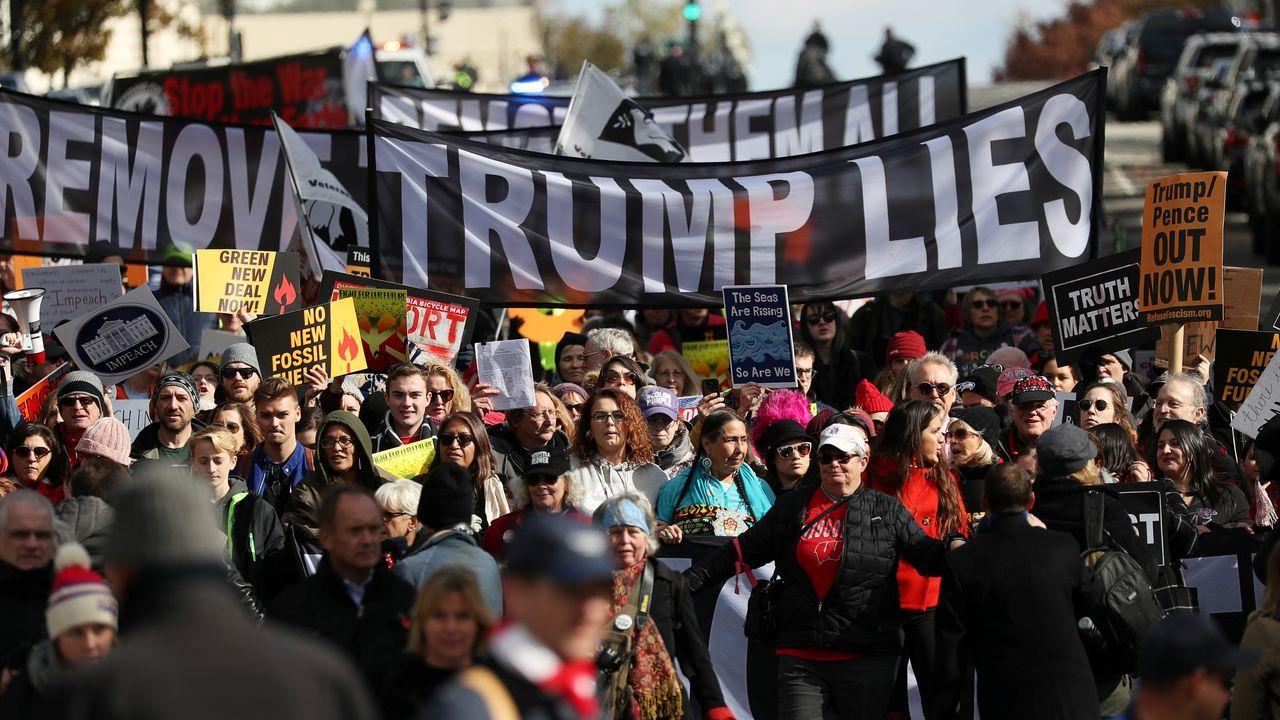 Manifestación estudantil en Washington contra o presidente dos Estados Unidos, Donald Trump, que se enfrontase a un posible xuízo político por suposto abuso de poder