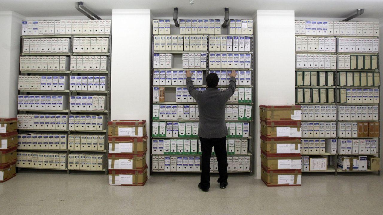 Laobras del Parador de Muxía en fotos.Imagen de los cientos de miles de folios del sumario del Prestige custodiados por la Audiencia