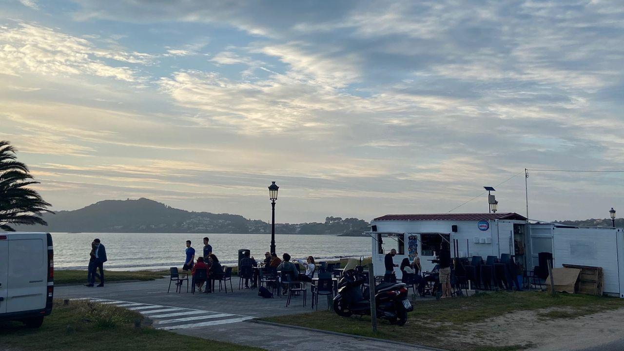 Parques forestales para disfrutar del verano.Coches de Stellantis en el puerto de Vigo