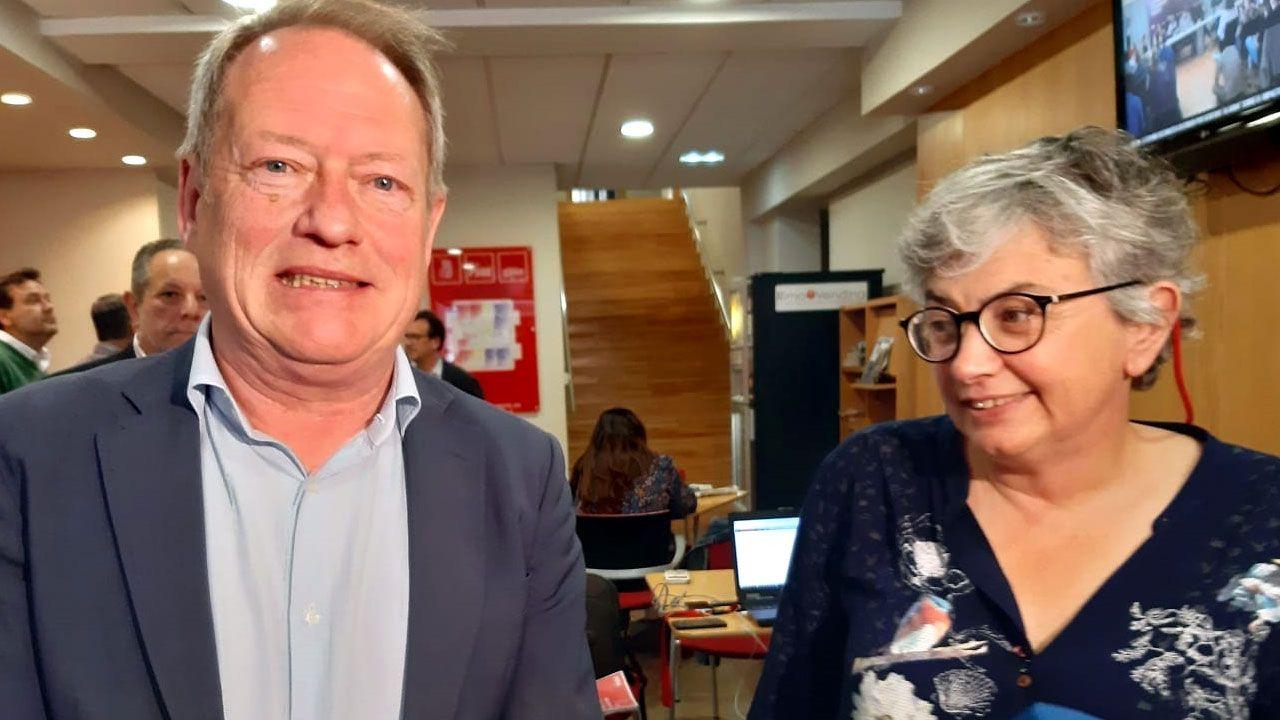 Aurelio Martín y Ana González, tras su reunión en la Casa del Pueblo de Gijón