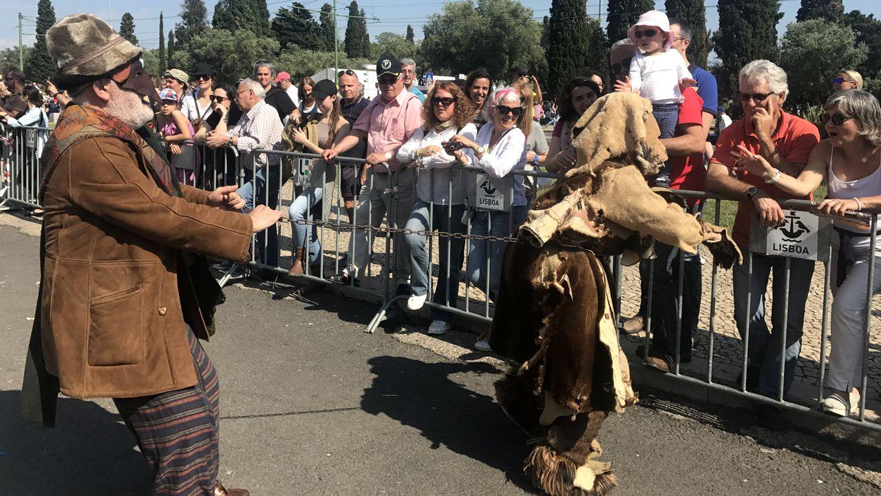 Los Mazcaritos de Oviedo, durante el desfile del festival de la Máscara Ibérica de Belem