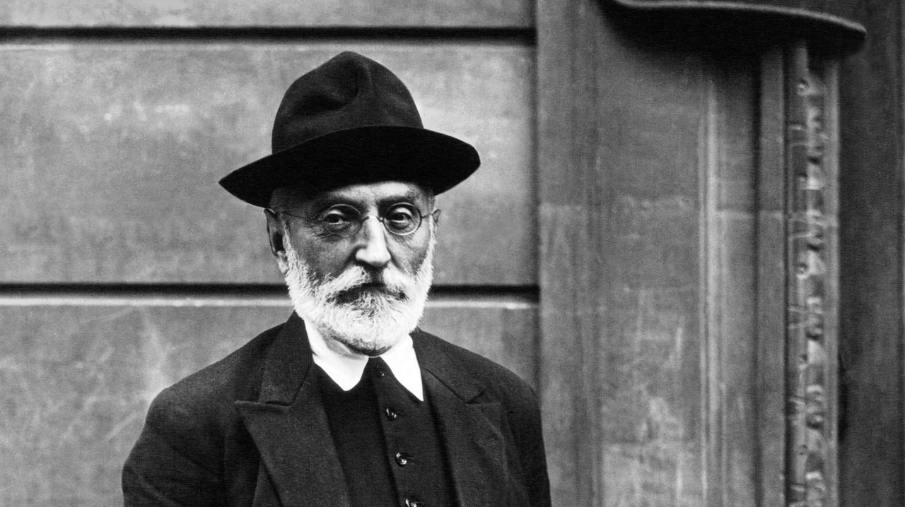 Talan la palmera que quedaba en Ravella.Detalle de un retrato de Unamuno tomado en 1921
