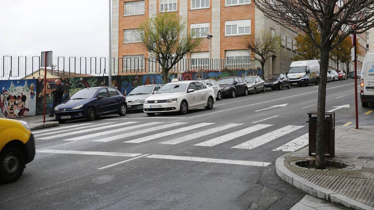 Algunas de las calles en peor estado de la ciudad.Momento en que los sanitarios evacúan a uno de los tres heridos en el accidente del 2 de febrero del 2015 en la N-120
