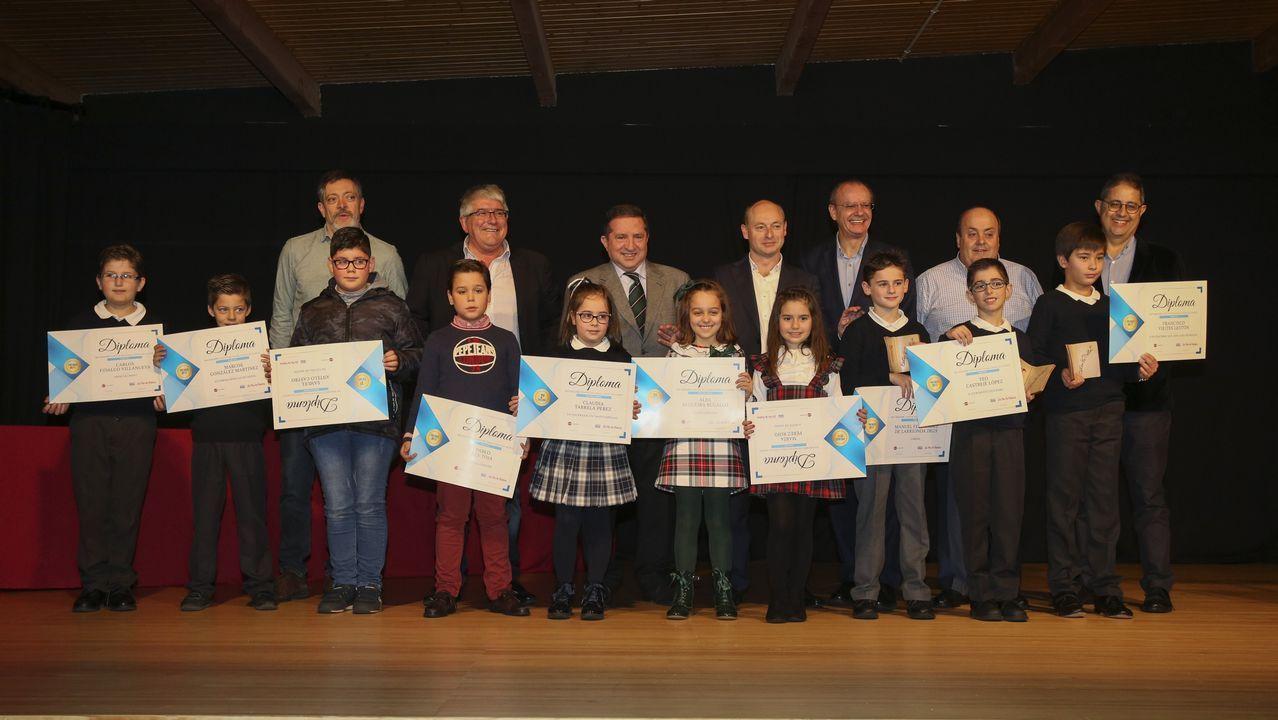 Así foi a entrega de premios dos Contos de Nadal en Muxía.Pancho Varona inicia una gira por Galicia