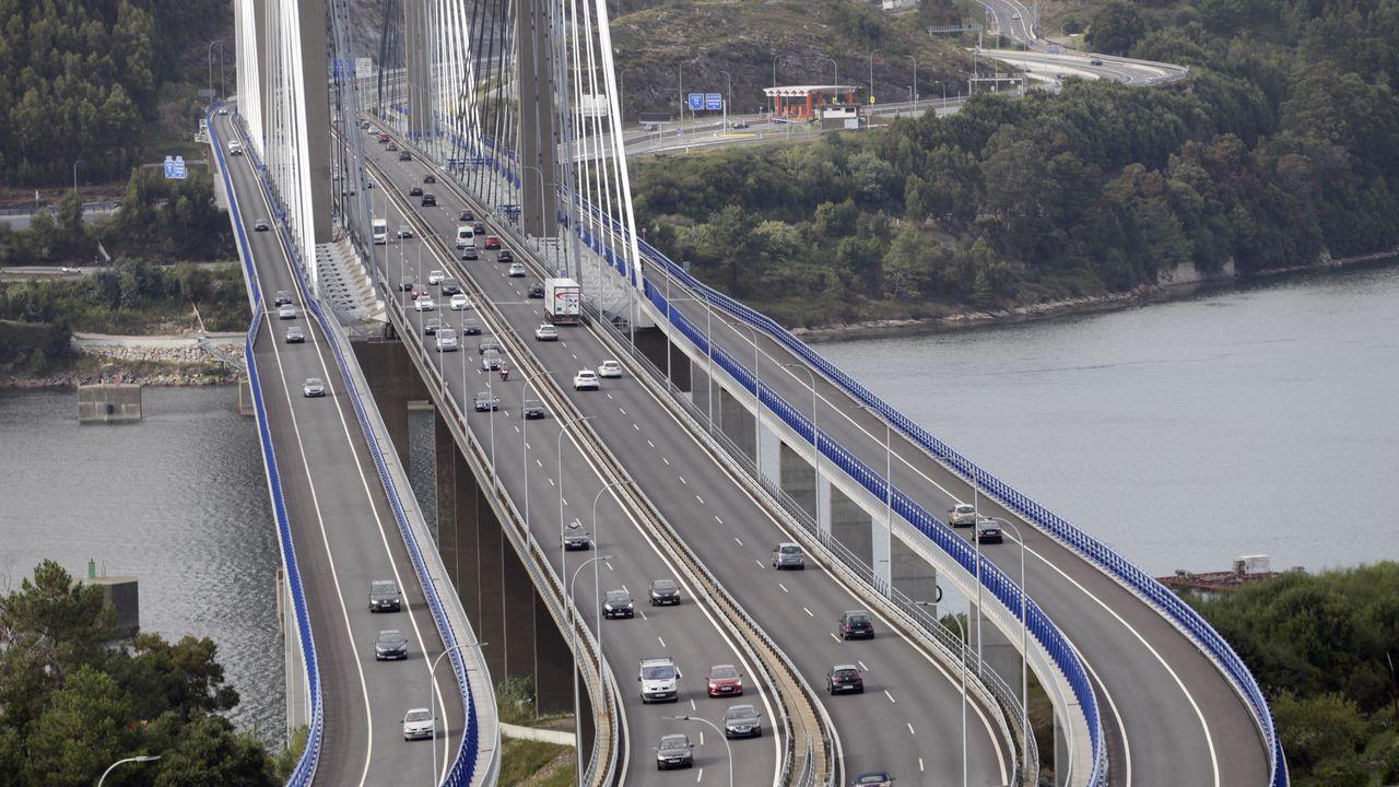 La iluminación realza los puentes de medio mundo.El 061 no abona a las ambulancias los peajes que hayan pagado