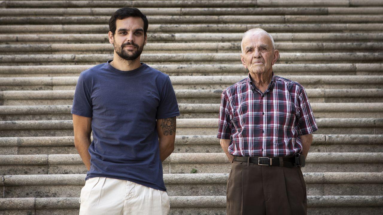 Borja López y Antonio Trigás, frente a las escaleras de Santa María Nai