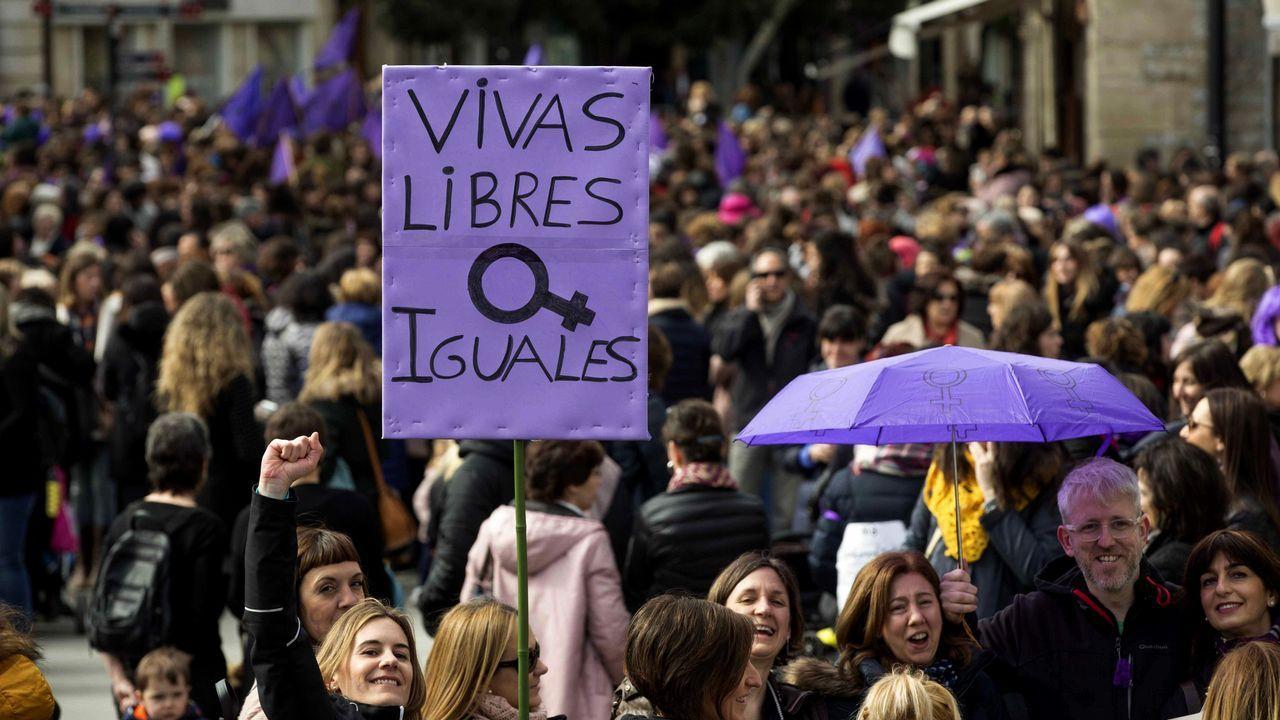 Miles de personas se han manifestado en Vitoria