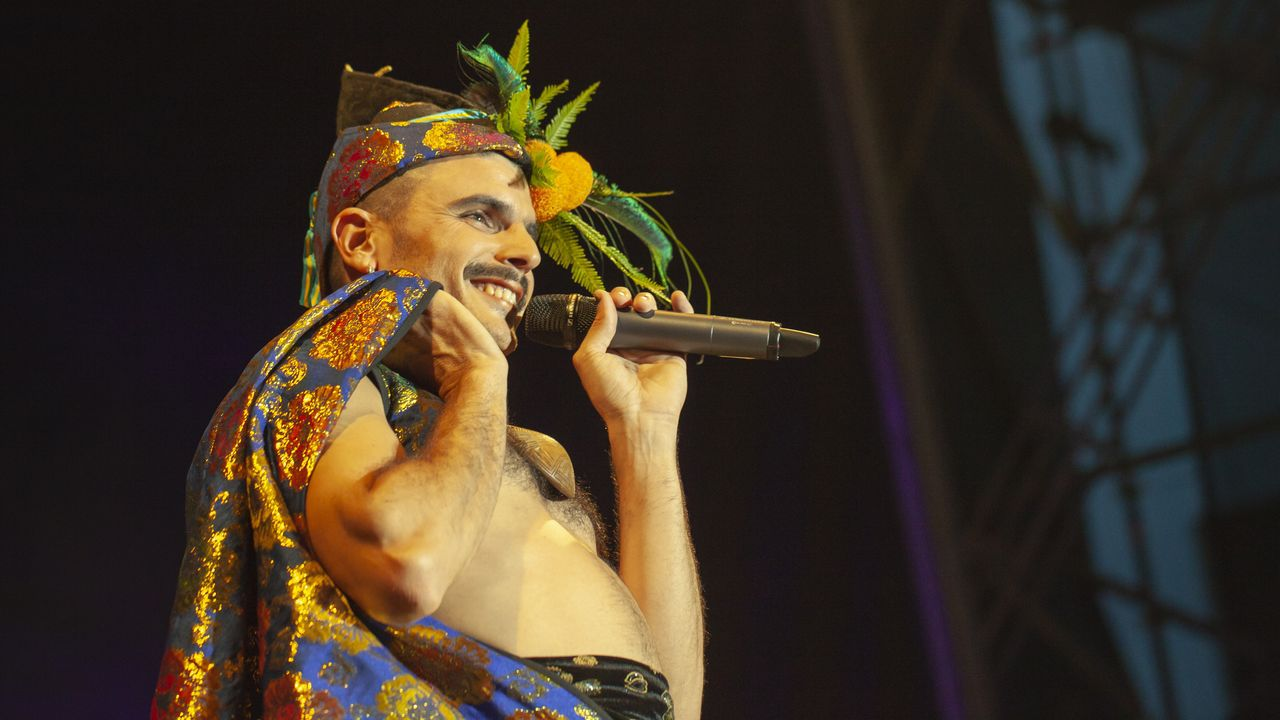 En la imagen, el cantante asturiano Rodrigo Cuevas, conocido por su atrevida reinterpretación del folclore asturiano