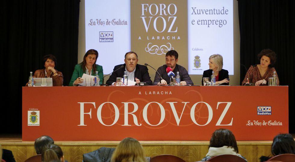 Carmen Fernández, Cecilia Vázquez, José Manuel López, Fran Rodríguez (Radio Voz), Covadonga Toca y Alicia Blanco, en A Laracha.