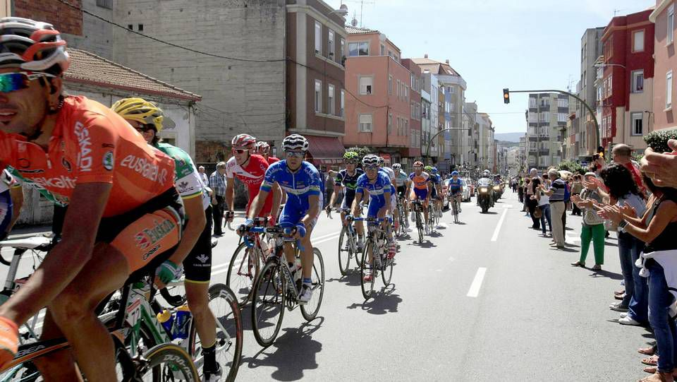 Vuelta Ciclista a España.Louzán explica los conciertos a alcaldes, el director de la Vuelta y la diputada Begoña Estévez.