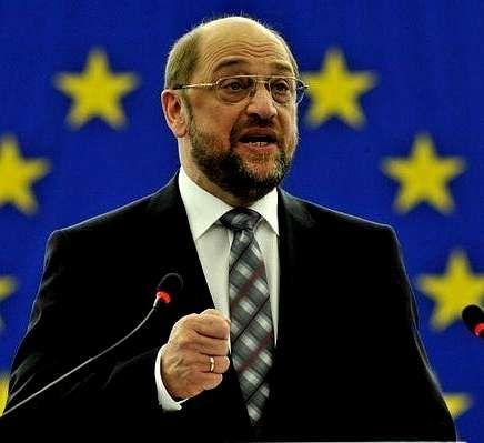 Se niega a publicar los nombres de los defraudadores.A juzgar por la vallas publicitarias repartidas por Alemania parecería que Martin Schulz tiene como oponente a presidir la Comisión Europea a Angela Merkel.