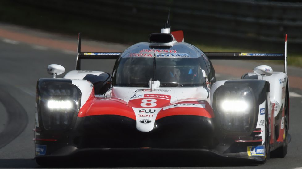 El Toyota de Fernando Alonso, durante la primera de las rondas clasificatorias de las 24 horas de Le Mans