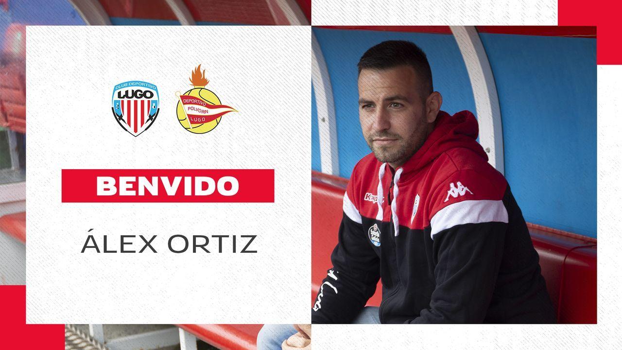 Luis Muñoz controla un balón ante el Cádiz