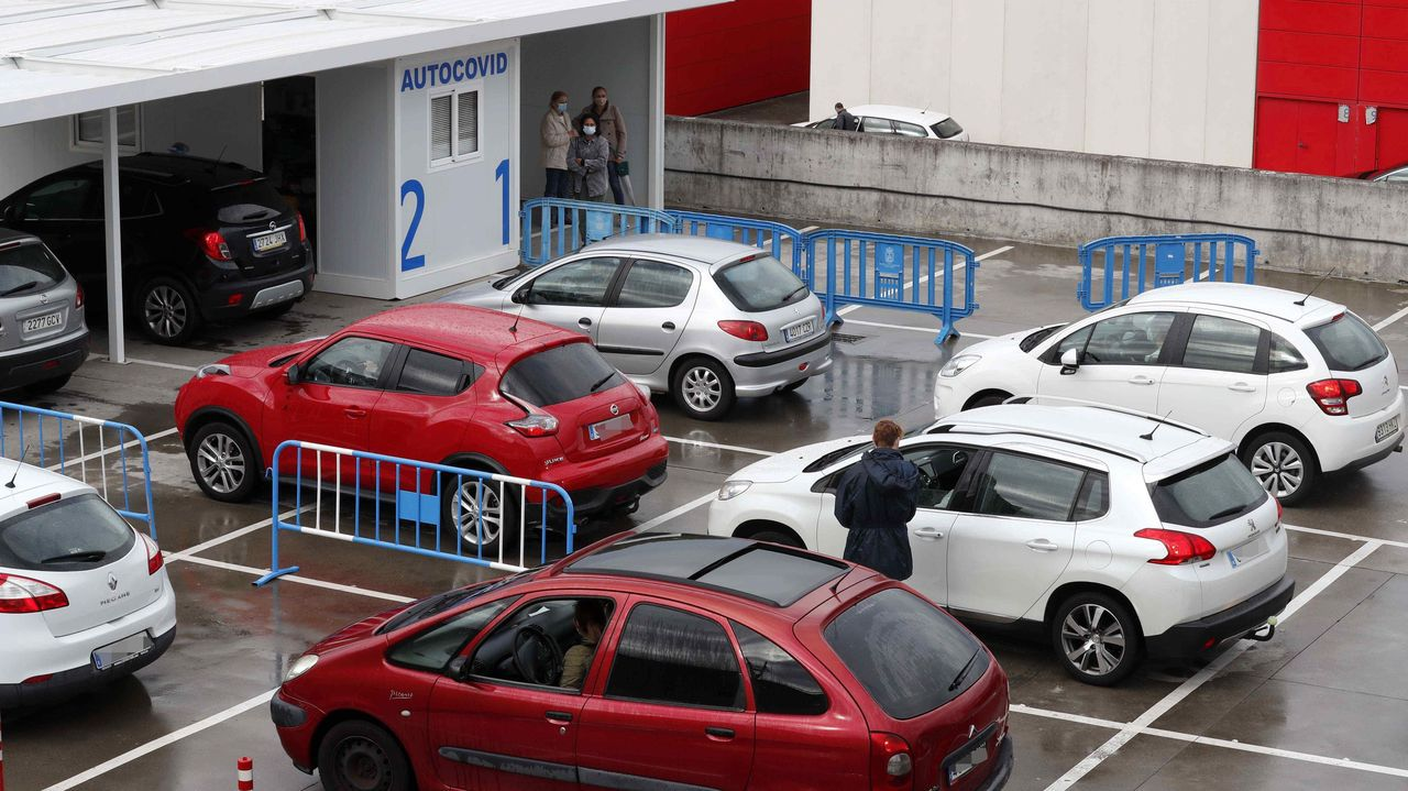 baresh.El autocovid instalado en el Hospital Universitario Central de Asturias (HUCA)