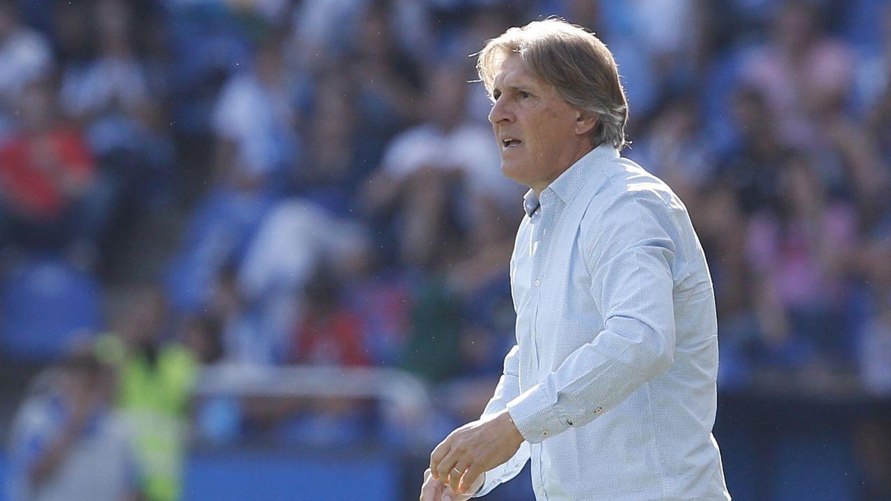 Lolo Gaku Sergio Tejera Deportivo Real Oviedo Riazor.Lolo trata de robar un esférico a Gaku