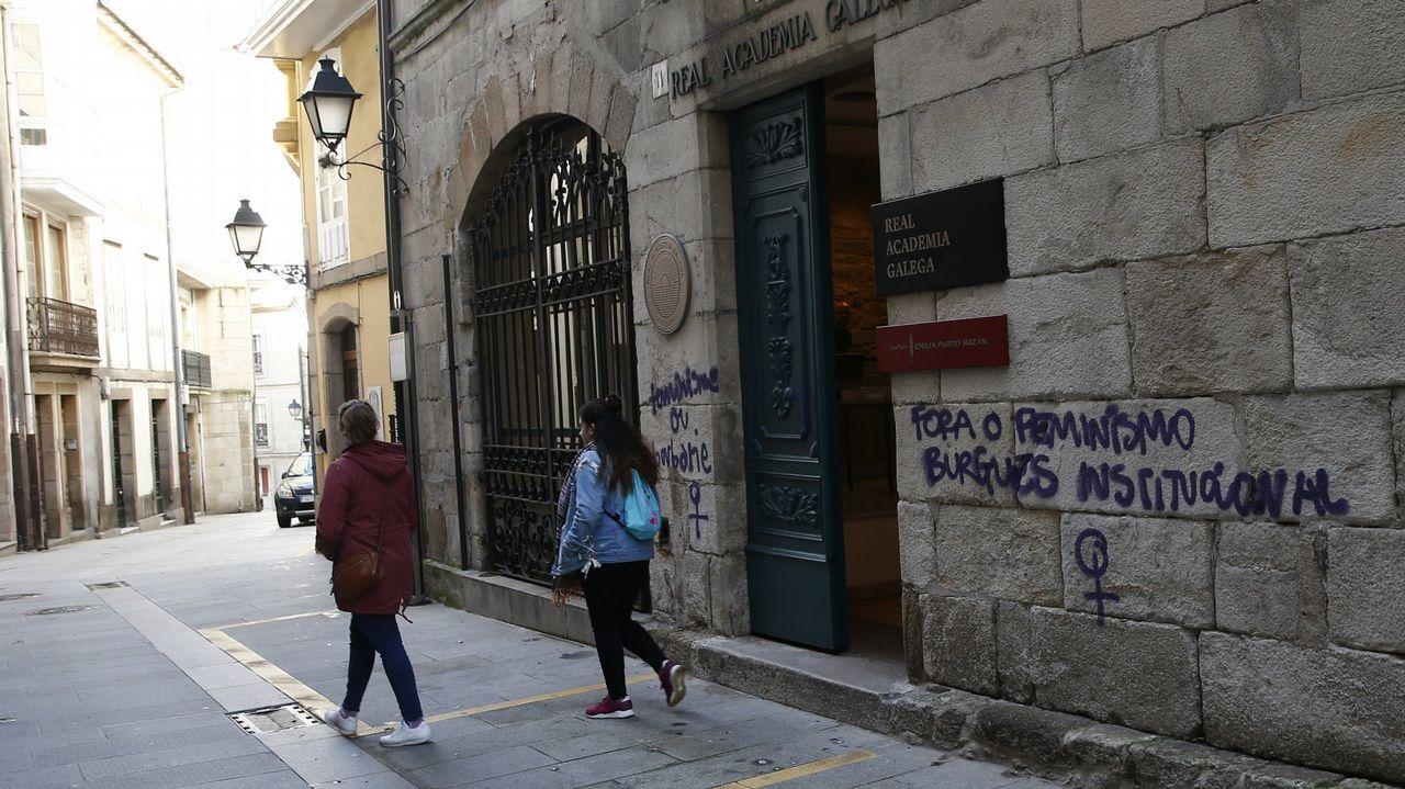 Pintadas halladas en abril del 2018 en la sede de la Real Academia Galega