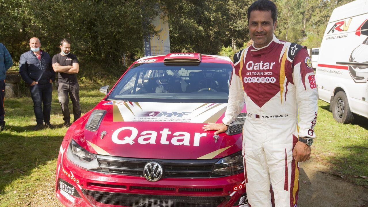 El jeque árabe Nasser Al-Al Attiyah, feliz de entrenar en Vimianzo.Fernando Alonso estrena su nuevo Renault en Montmeló