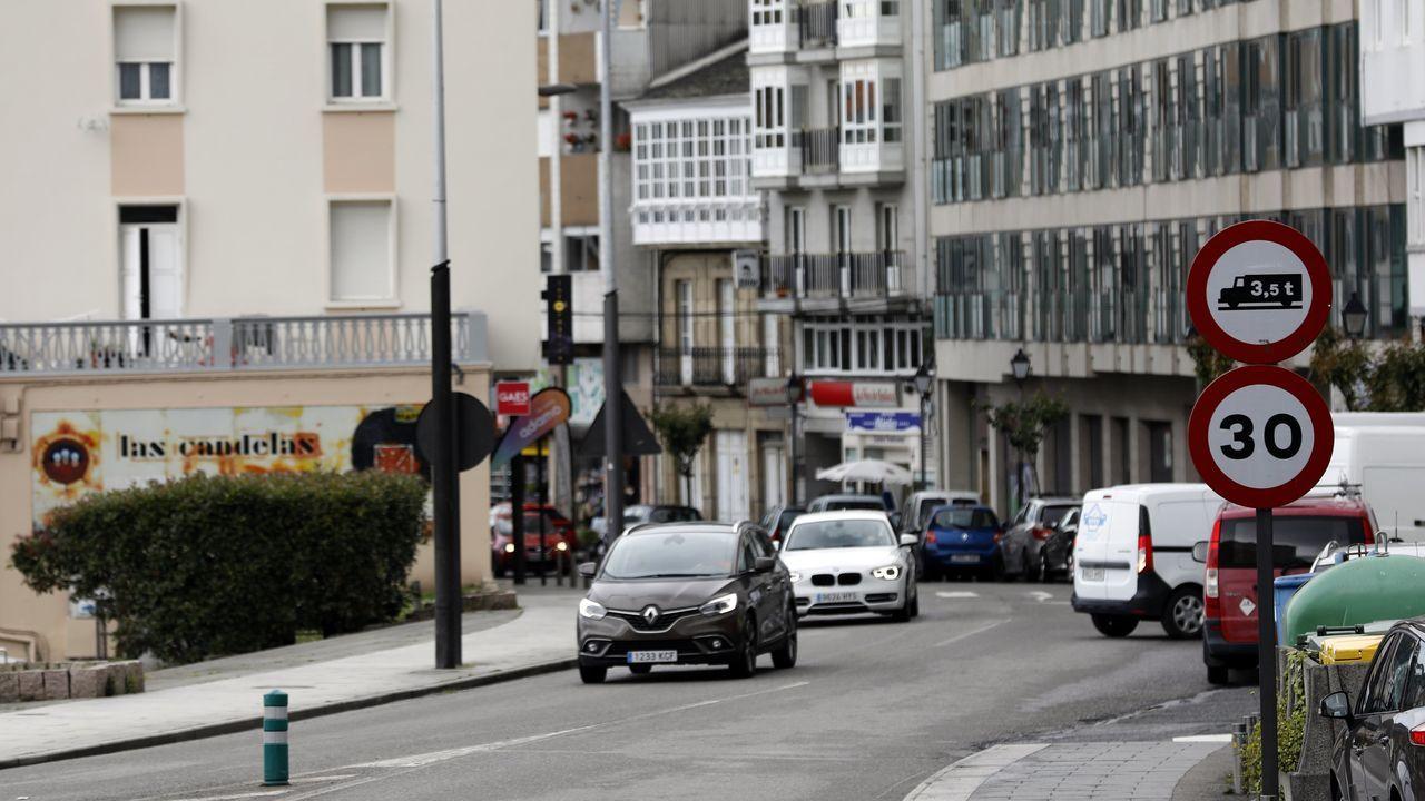 Vídeo de la protesta de la bajura en Burela.En la Avenida Navia Castrillón, de Viveiro, la velocidad también está limitada a 30