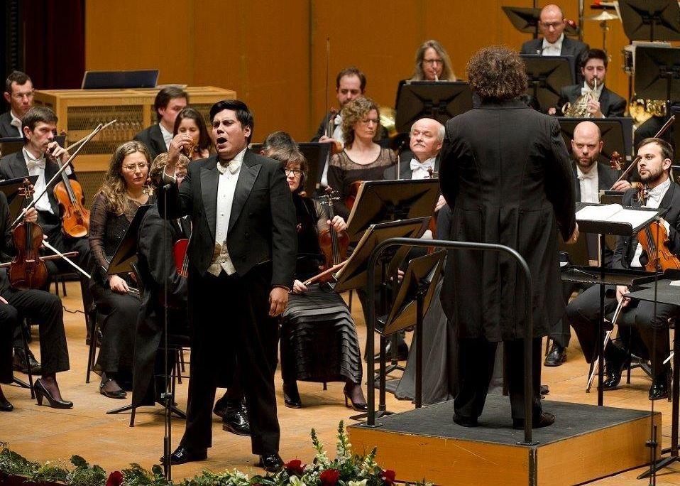 Las actividades paralelas de la Temporada Lírica continúan y en ellas actuará el tenor Andrés Veramendi.