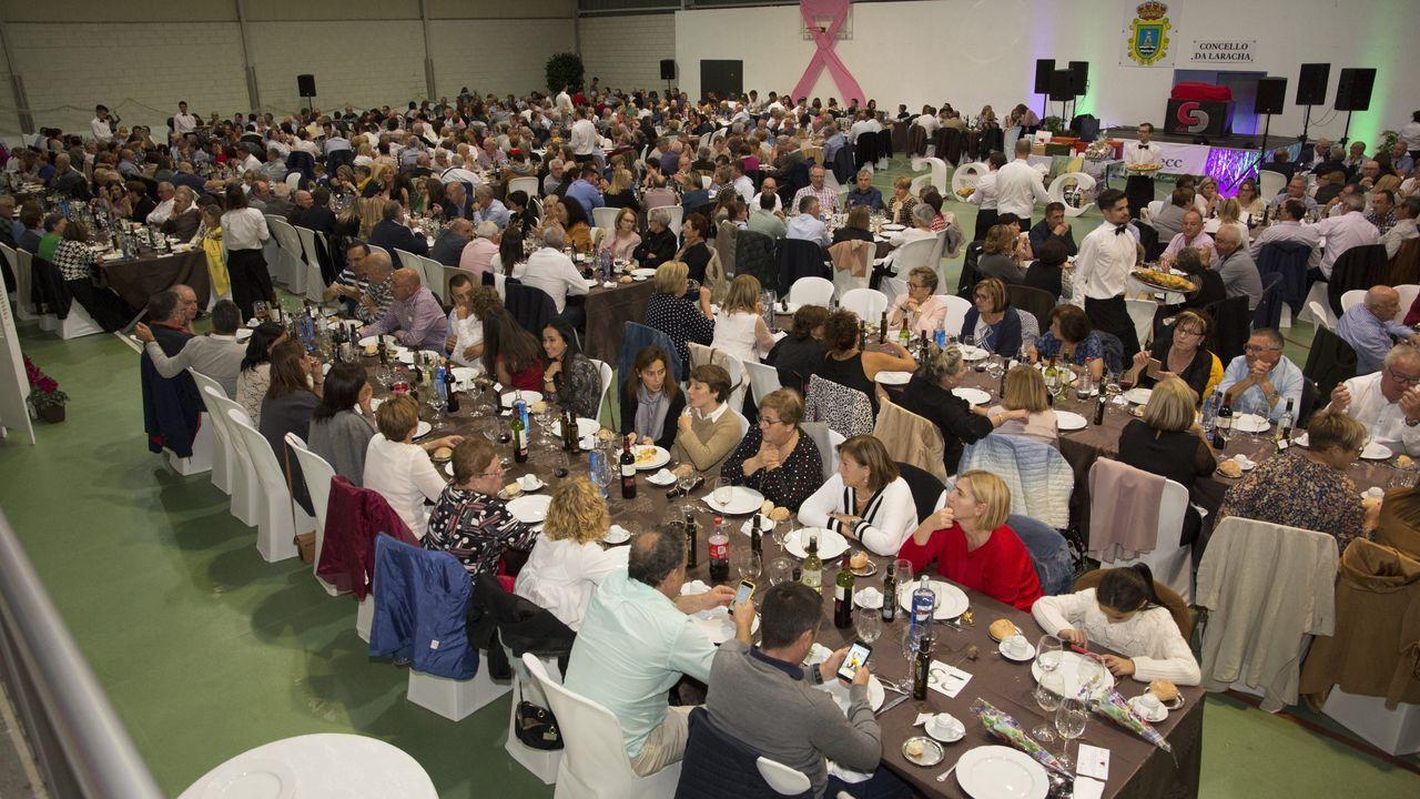 ¡Búscate en la multitudinaria cena contra el cáncer celebrada en A Laracha!