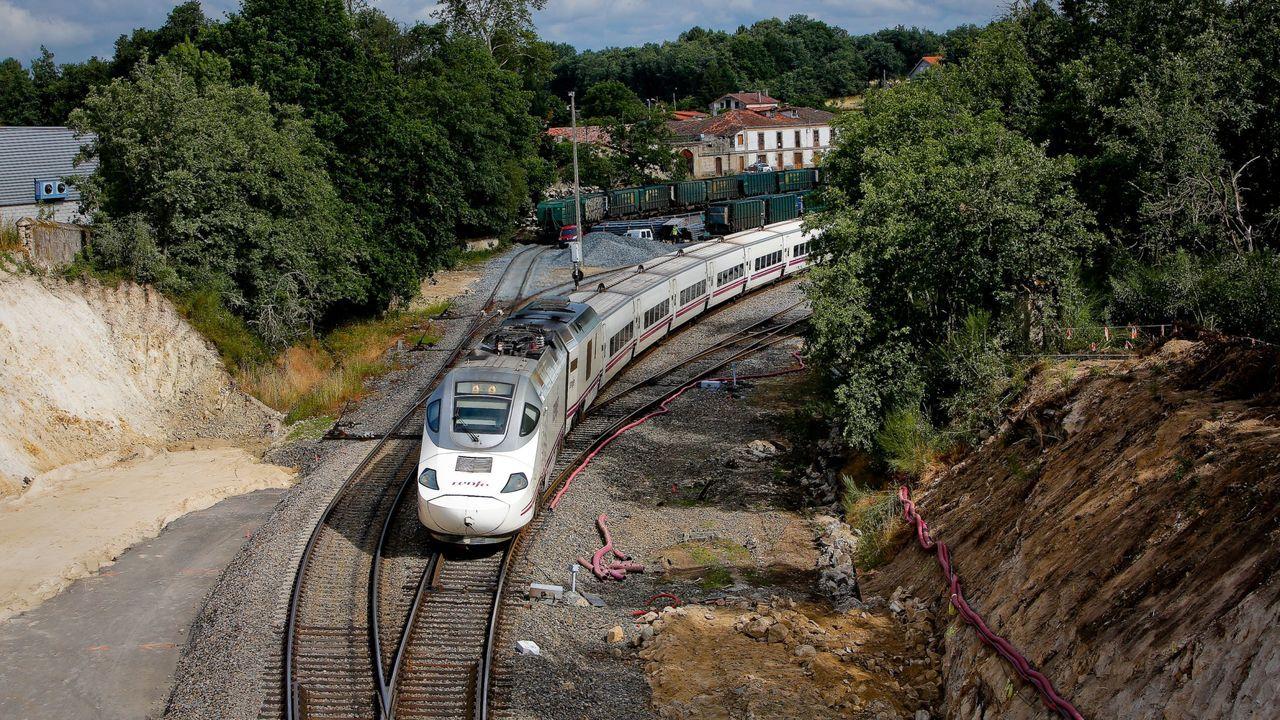 Vigo paraliza sus obras por el coronavirus.Venta de billetes de tren en la estacion de A Coruña