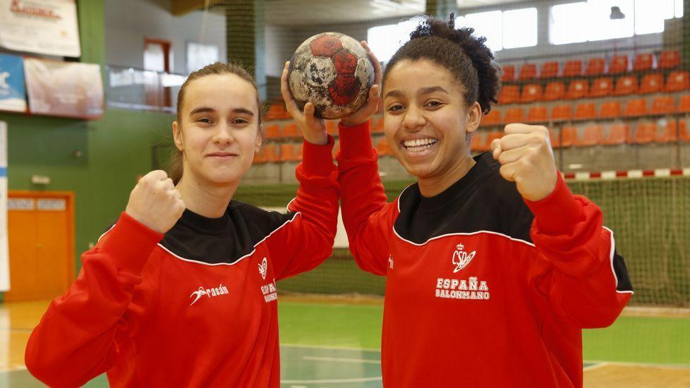 Las selecciones de balonmano júnior de Rumanía, Lituania, Islandia y España, recibidas en el Concello