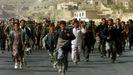 Residentes de Kabul celebran la entrada de los milicianos de la Alianza del Norte en noviembre del 2001.