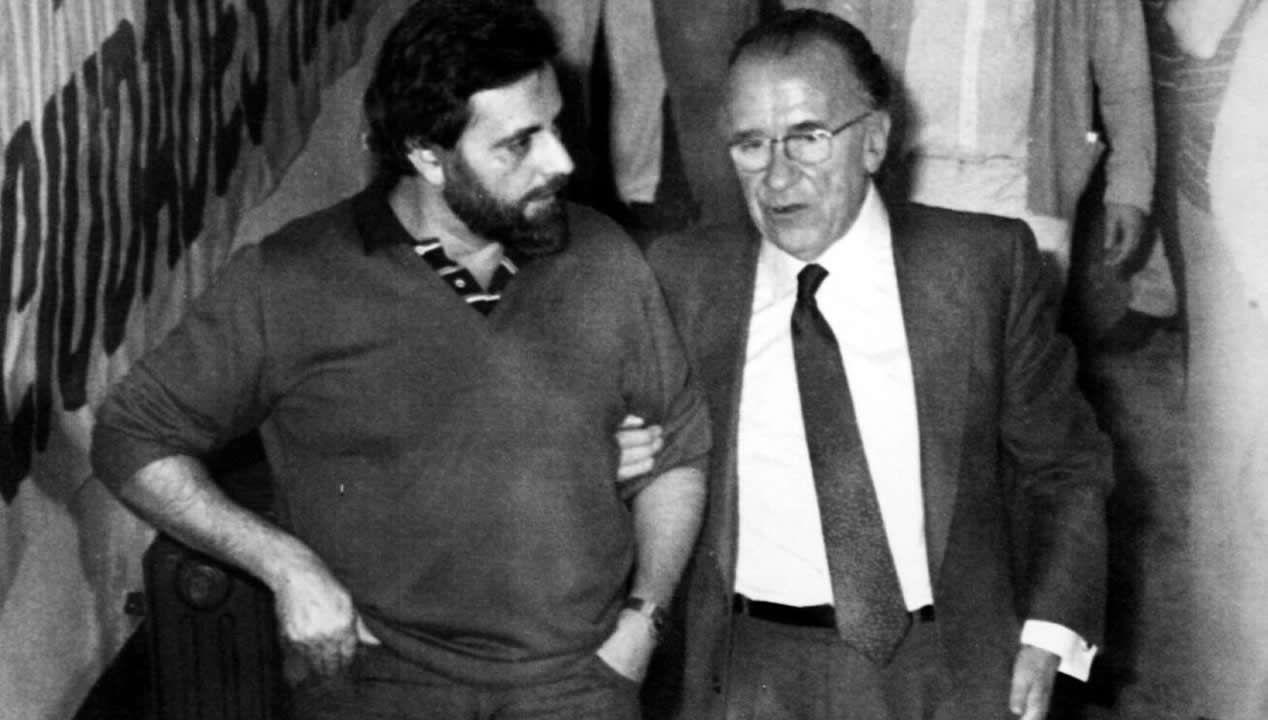 En el recorrido político de Anguita no faltaron reproches y guerras internas con Santiago Carrillo y con otros antiguos compañeros como Nicolás Sartorius o Cristina Almeida