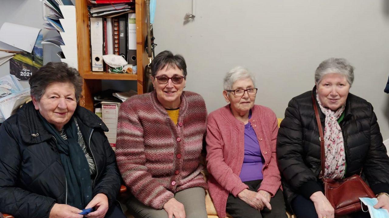 La vida de Felipe de Edimburgo, en imágenes.Lupe, segunda por la derecha, con sus tres hermanas (tenía otros cuatro hermanos), en la tintorería