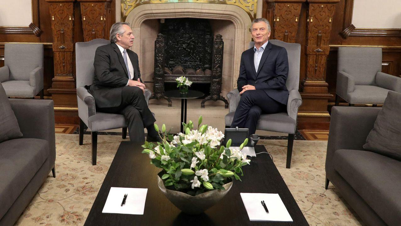 Alberto Fernández y Mauricio Macri, este lunes, en la Casa Rosada