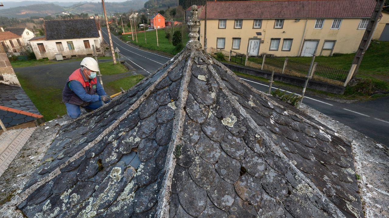 Marea lila en Ferrol.Toma de muestras para el cribado de Narón, al que está convocada más de la mitad de la población