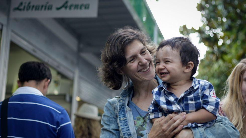 Cristina Corral con Xenaro y Crunia, los personajes de su último libro.