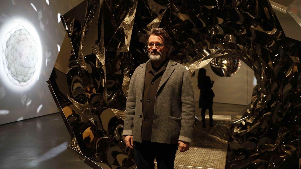 Eliasson, ante una de sus obras en el Guggenheim de Bilbao