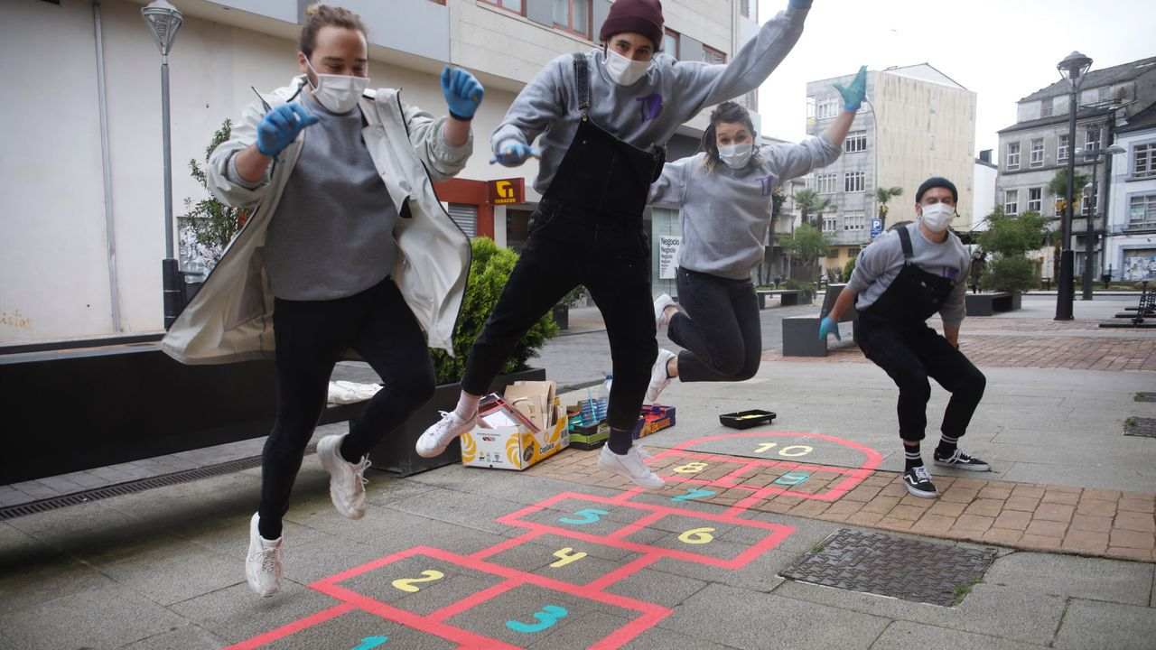 Tecendo Brincadeiras pinta las calles de juegos para los niños.Tapa elaborada con queso de San Simón da Costa