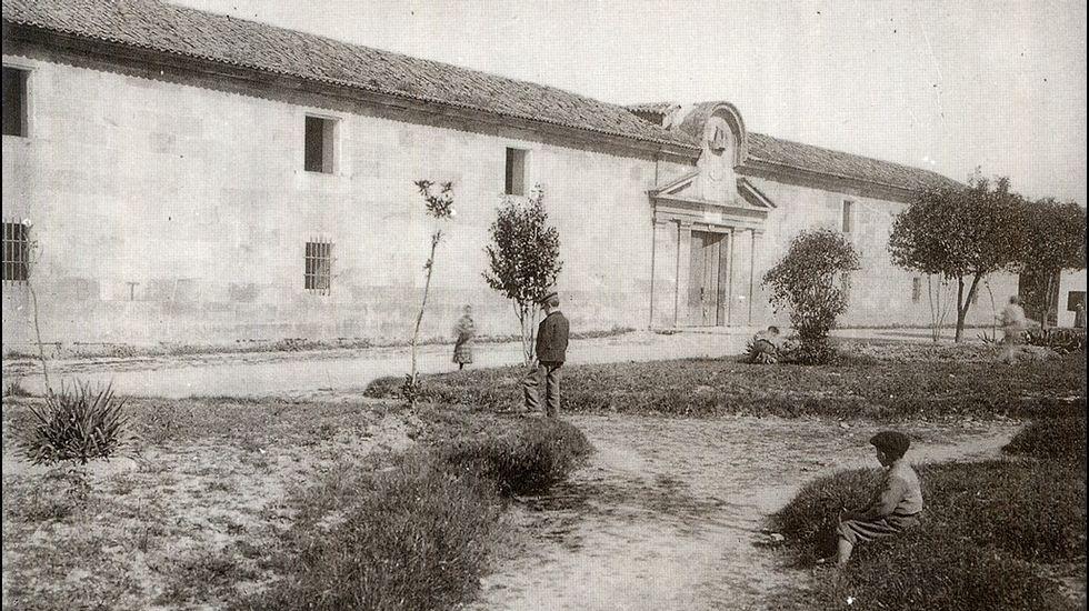 ANTES. Facultad de Bellas Artes de Pontevedra. Hace dos decenios que el antiguo cuartel de San Fernando pasó a ser sede de los estudios de Artes.
