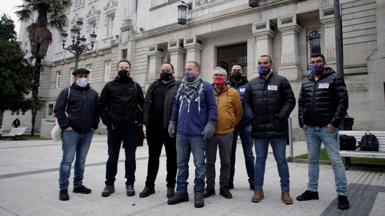 Representantes de los trabajadores a las puertas del TSXG