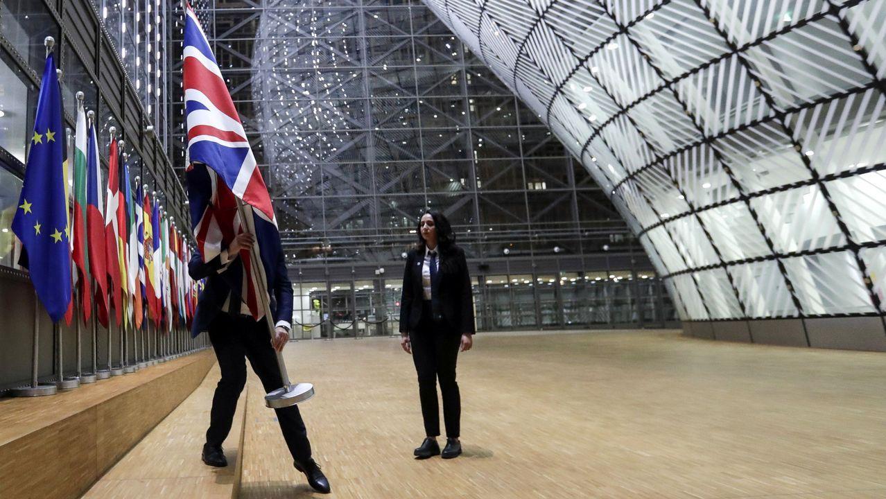 Mili.La retirada discreta de la Union Jack de las instituciones de la UE marcaron el adiós oficial de Bruselas a Reino Unido