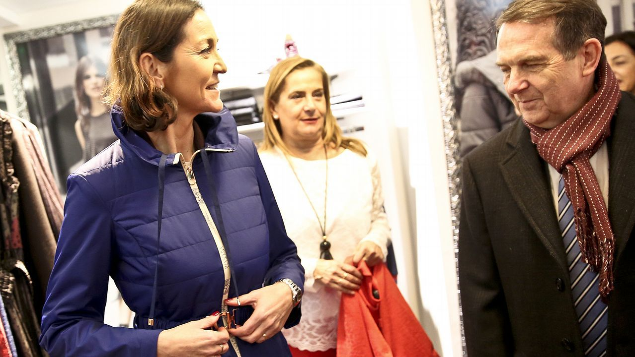 La ministra Reyes Maroto, de compras por Vigo.EUROPA PRESS