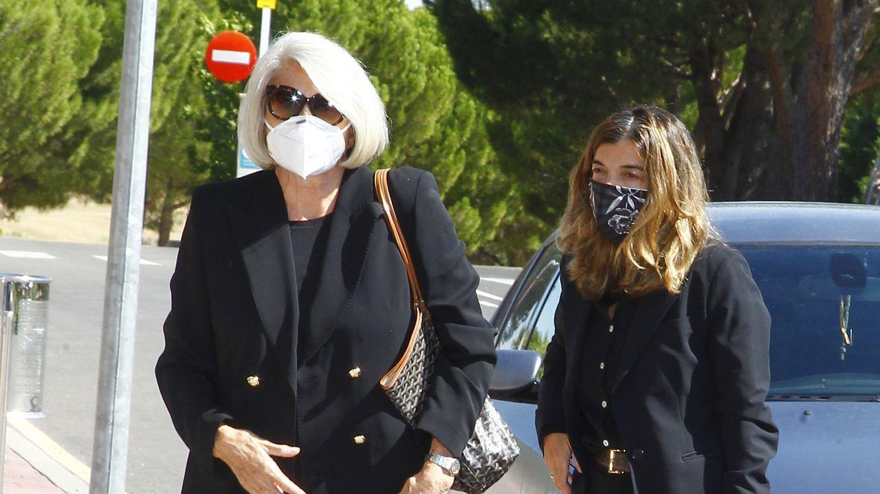 Jeannine Girod y su hija Xandra Falcó llegan al tanatorio para dar el último adiós a Javier Carvajal.