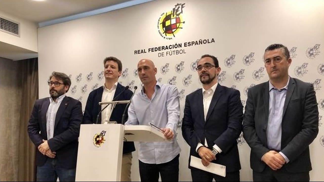 Rubiales: «Se ha cumplido mi compromiso con el fútbol español».María José Rienda, presidenta del CSD, junto a Javier Tebas, presidente de la Liga
