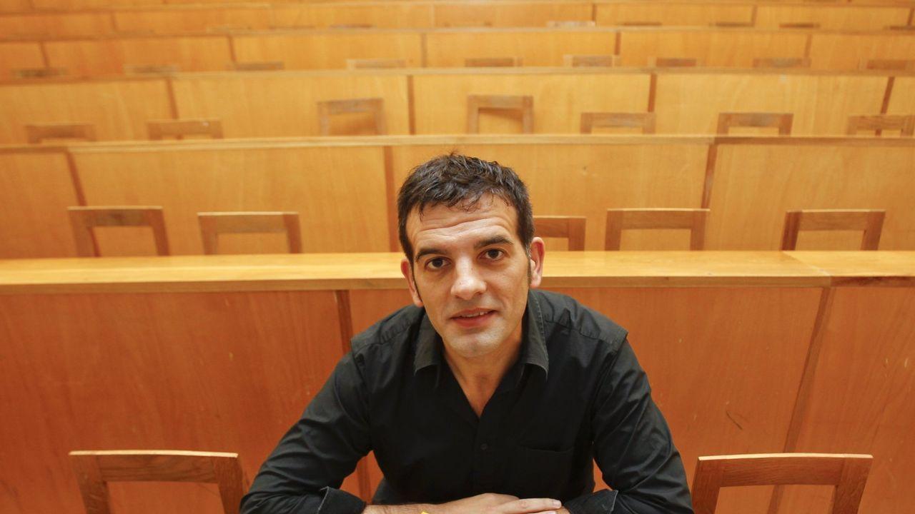 O escritor compostelán Neira Cruz