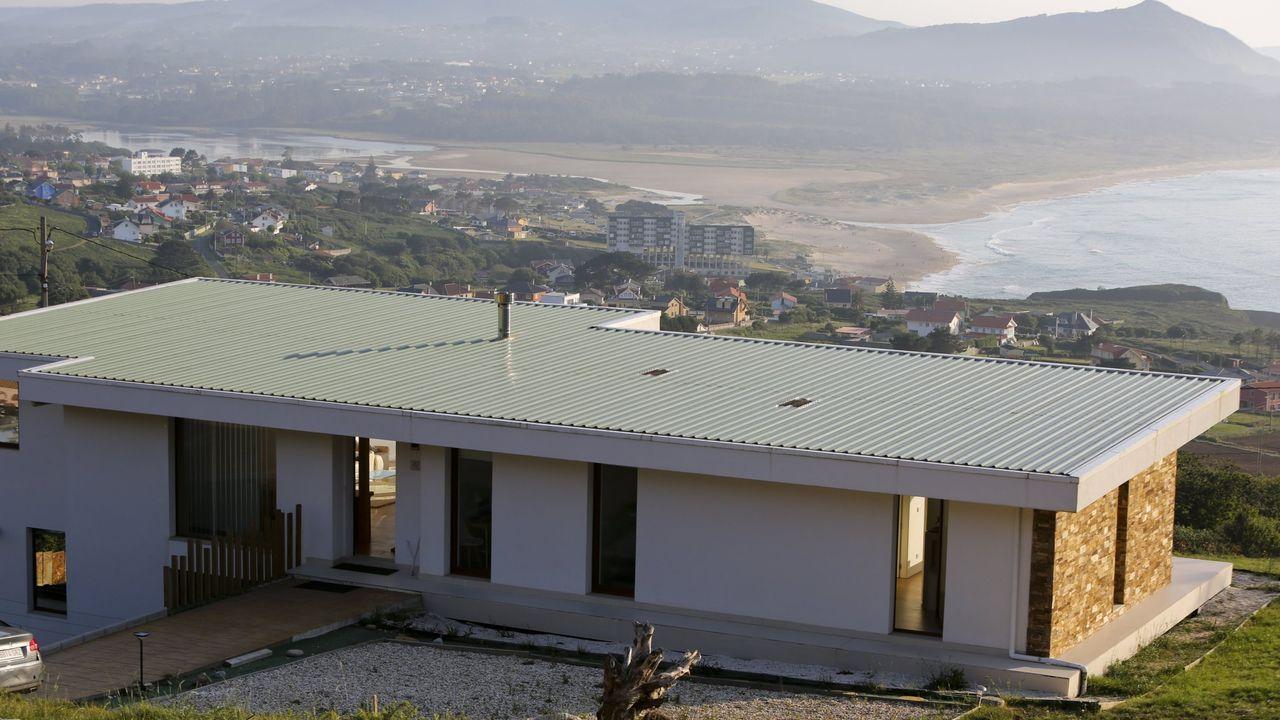 Casa A Ladeira, en el municipio de Valdoviño, diseñada y promovida por la arquitecta Carmen Batanero