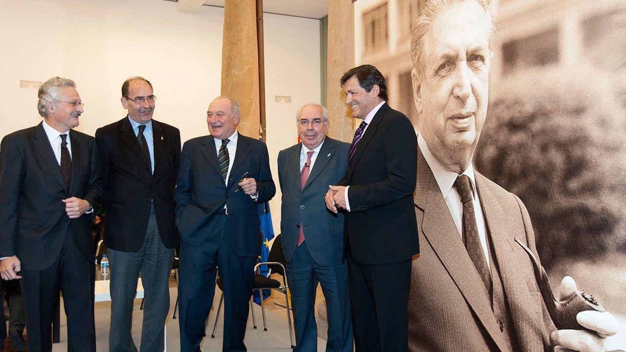 Antonio Trevín, Sergio Marqués, Juan Luis Rodríguez Vigil, Vicente Álvarez Areces y Javier Fernández en un homenaje a Rafael Fernández