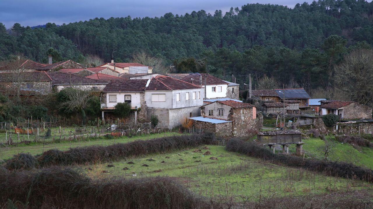 Los mecos abarrotan Sande en el año en que no saldrán las bonitas.Todos los concellos de Ourense tienen cierre perimetral, y está cerrada la frontera con Portugal salvo para causas justificadas