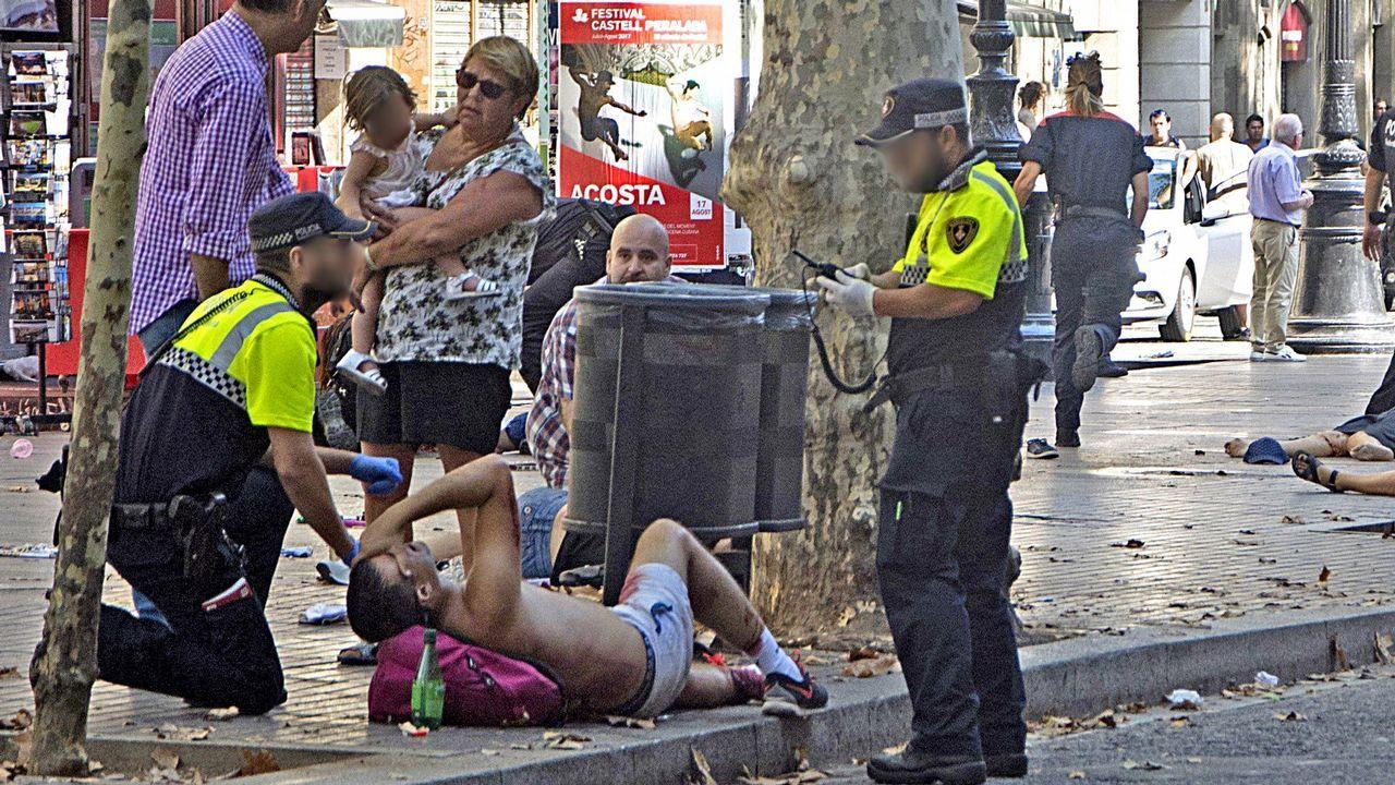 Horror por el atentado en las Ramblas. El 17 de agosto una furgoneta arrolló a los transeúntes en el corazón turístico de Barcelona.